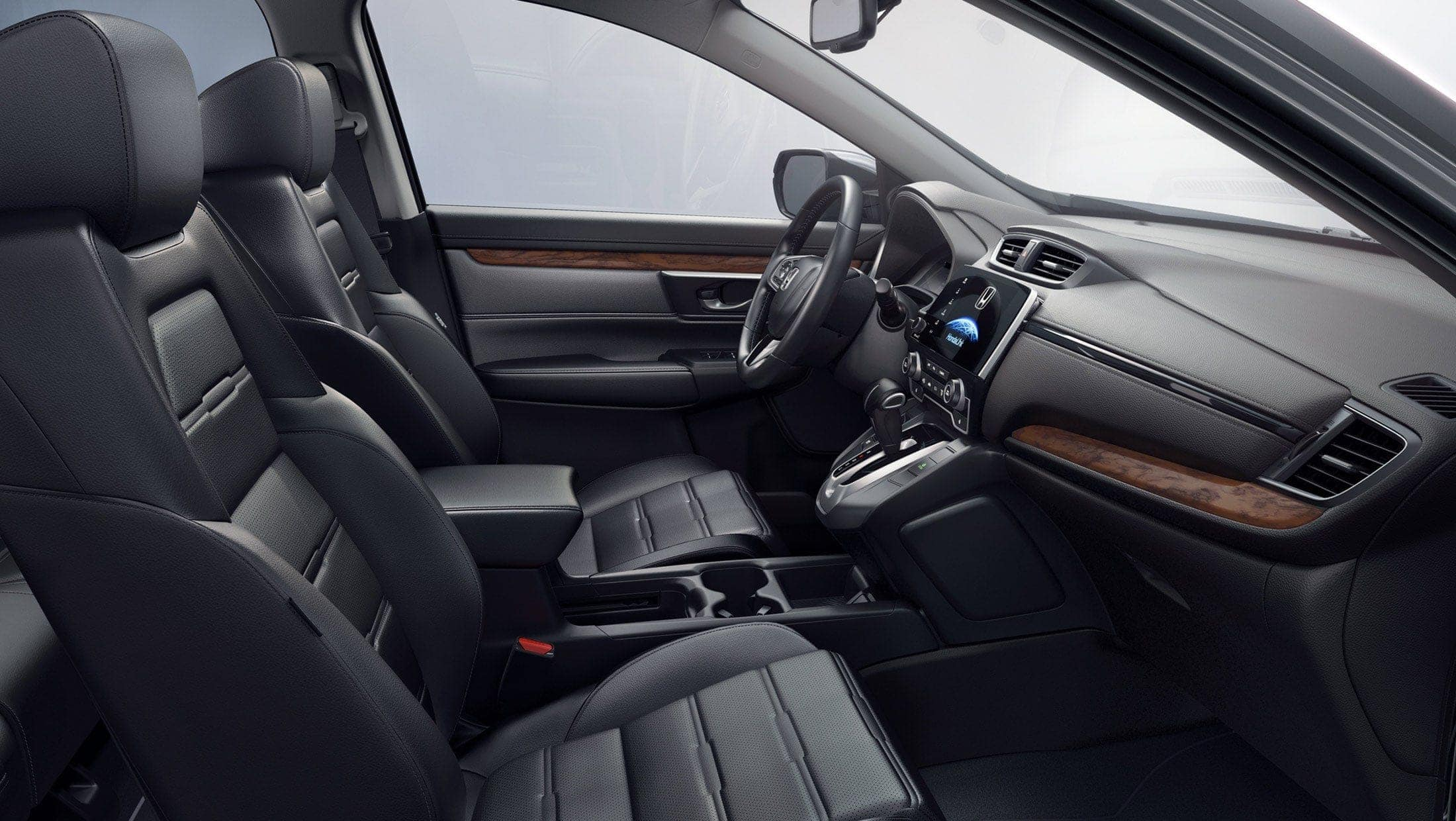 Toma completa del interior de la Honda CR-V2019 con interior tapizado en cuero.