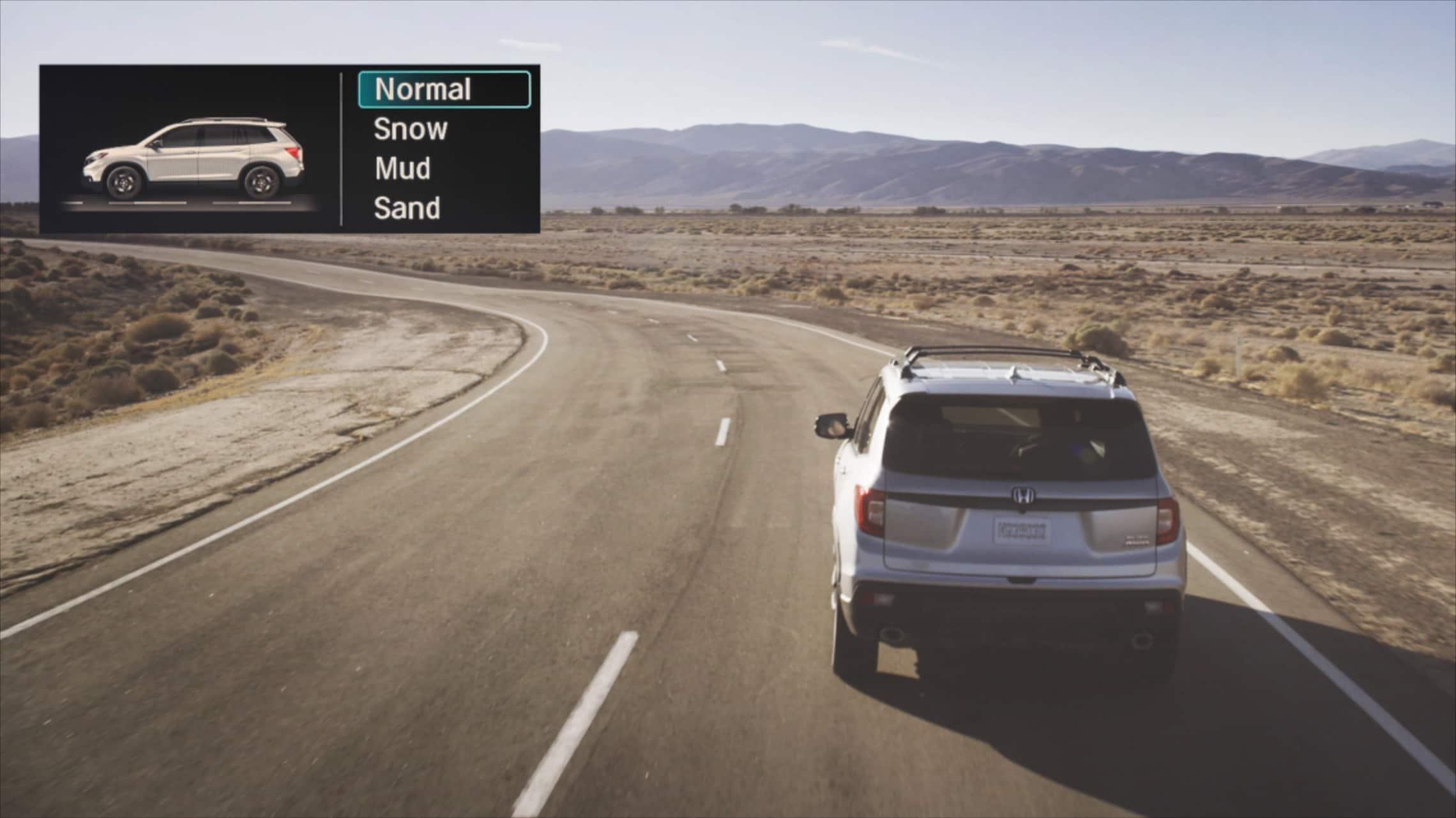 Animación de la HondaPassportElite2020 con tracción integral conduciendo en diversas condiciones del camino, con recuadro de las correspondientes pantallas del control de tracción inteligente.