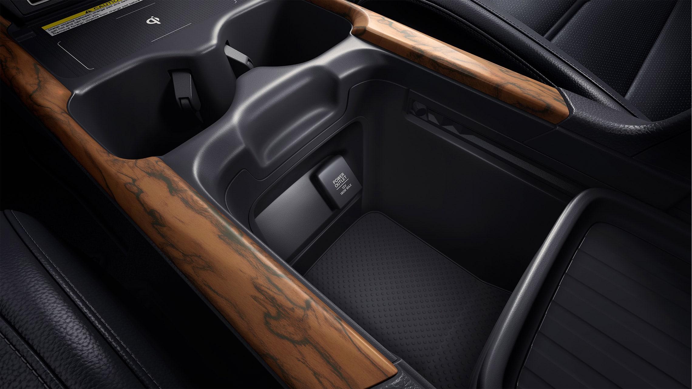 Detalle del almacenamiento en la consola central personalizable de la Honda CR-V2020 con interior en Gray Leather.