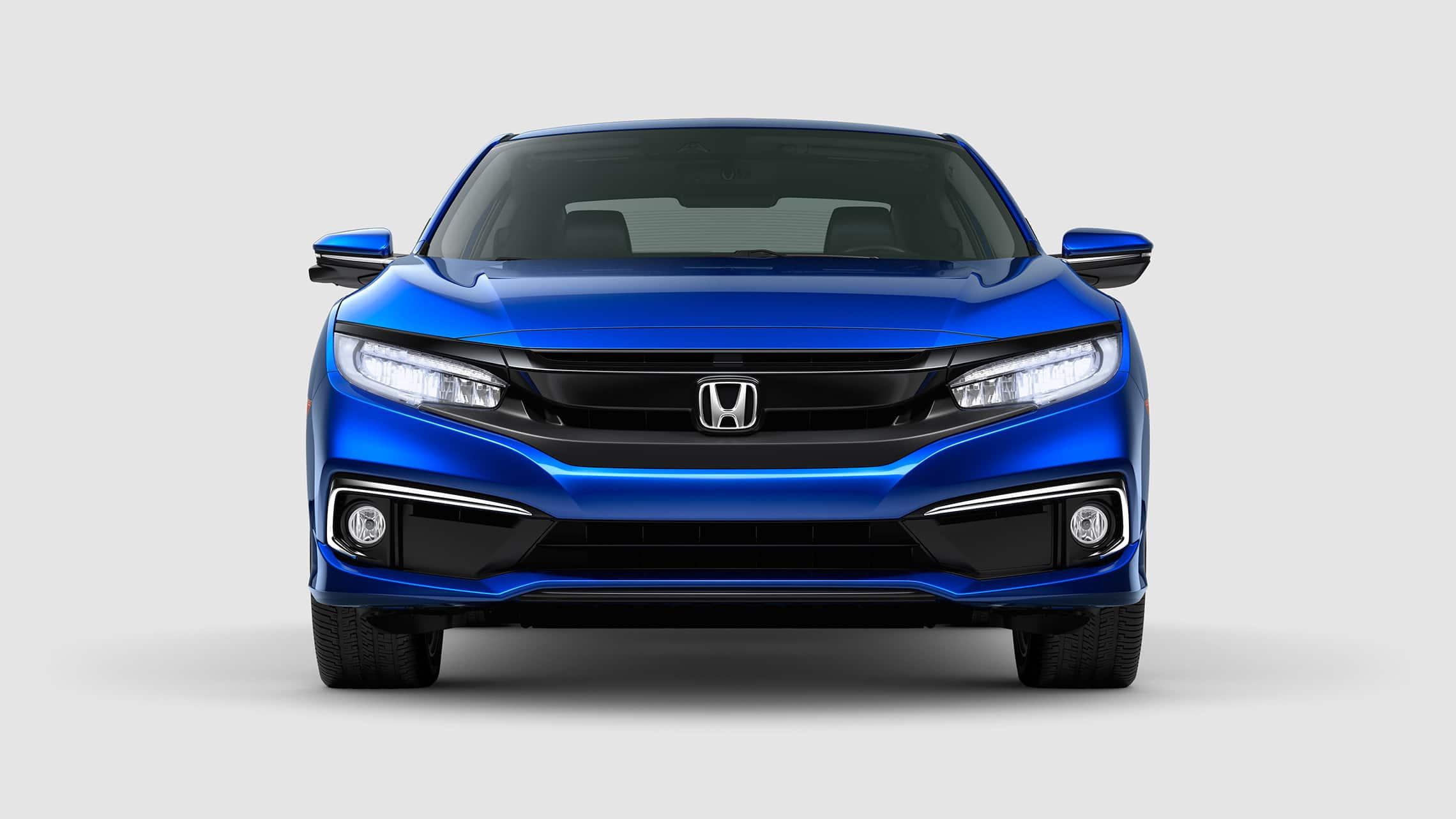Vista frontal del Honda Civic Touring Coupé2020 en Aegean Blue Metallic con luces delanteras de LED encendidas.