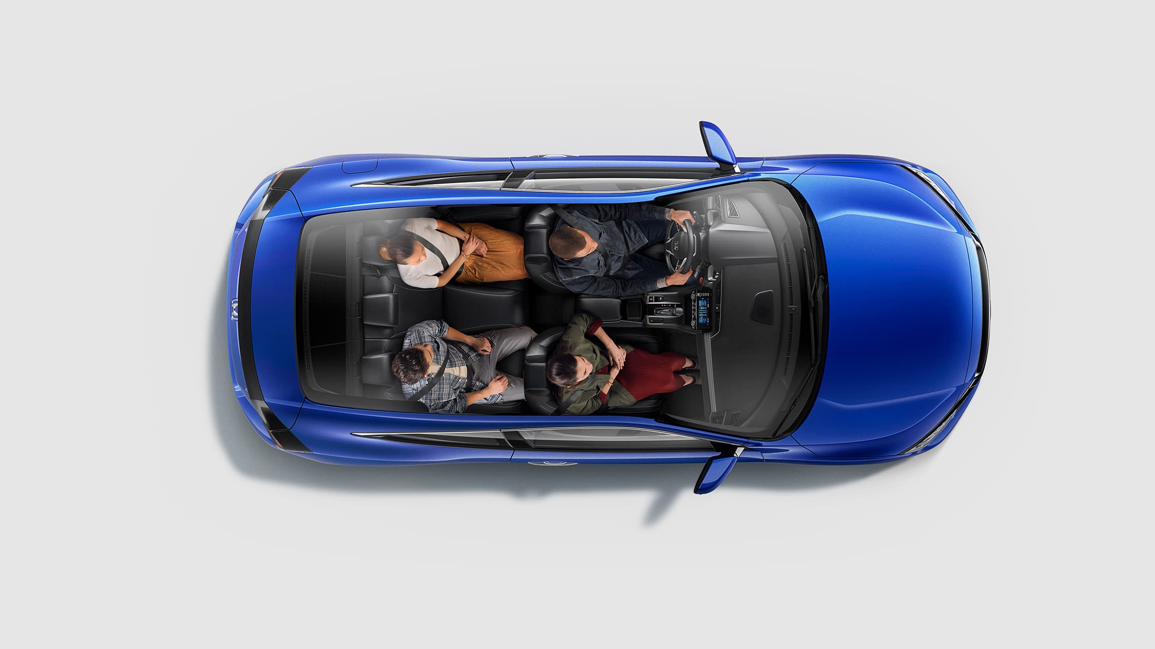 Vista interior aérea del Honda Civic Touring Coupé2020 en Aegean Blue Metallic con cuatro pasajeros sentados.
