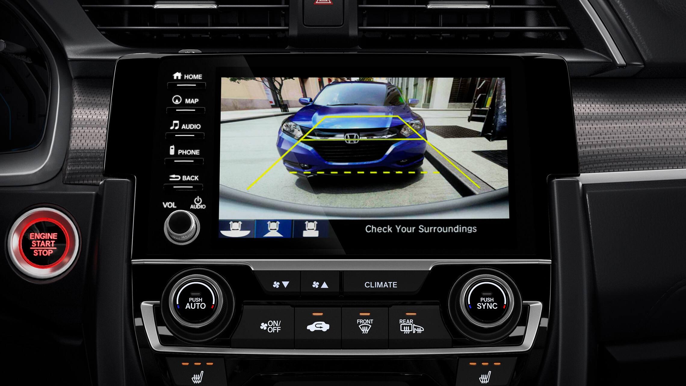 Detalle de la cámara de reversa multiángulo en el sistema de audio en pantalla táctil del Honda Civic Coupé2020.