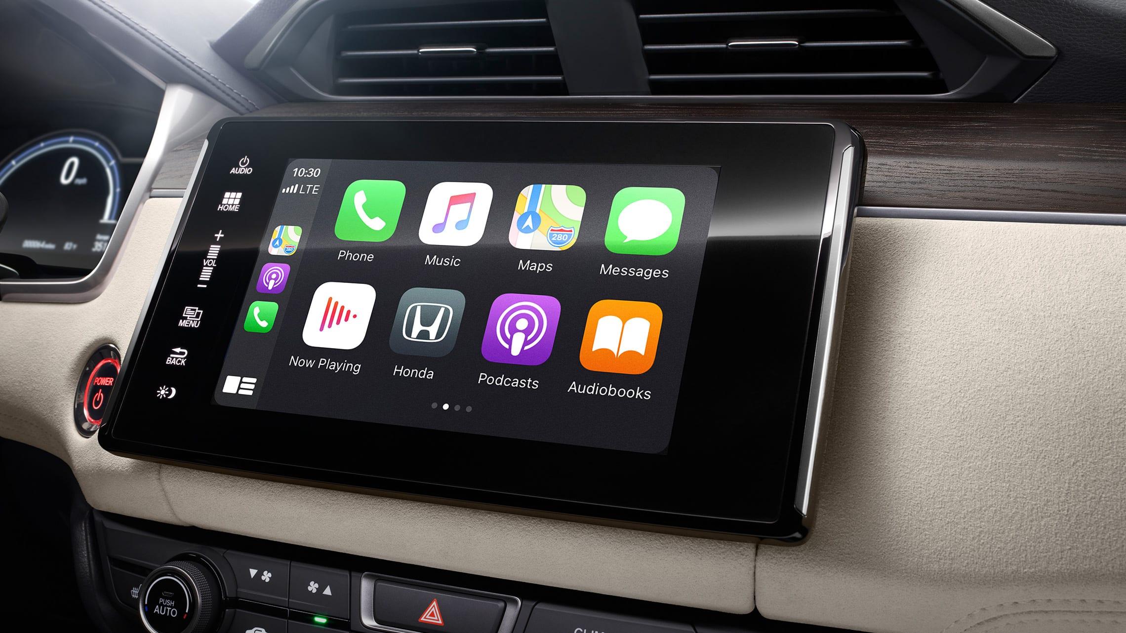 Detalle de la integración con Apple CarPlay® en el sistema de audio en pantalla táctil de 8pulgadas.