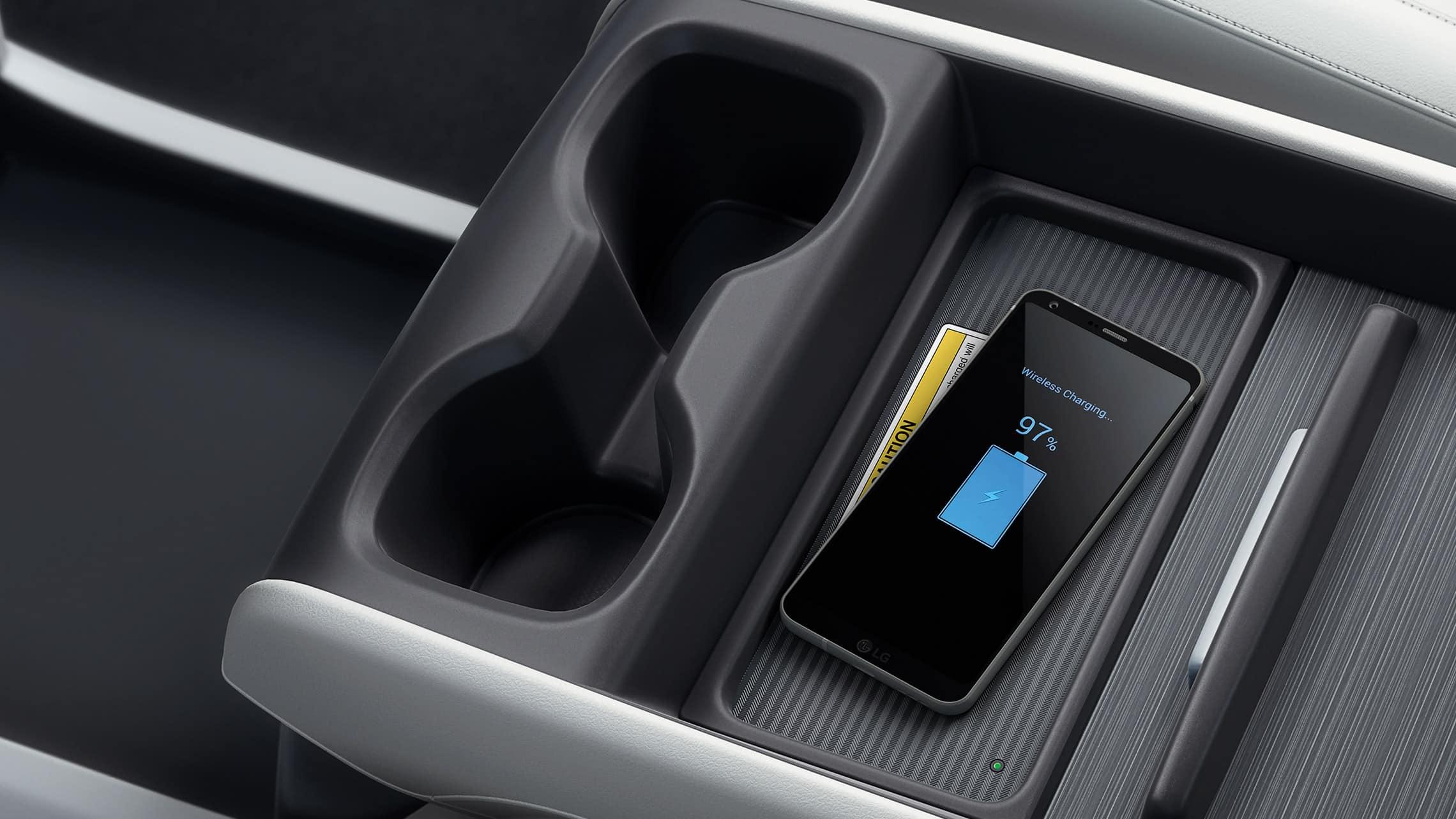 Vista aérea interior en primer plano de la consola central en la Honda Odyssey Elite2020 con Beige Leather.