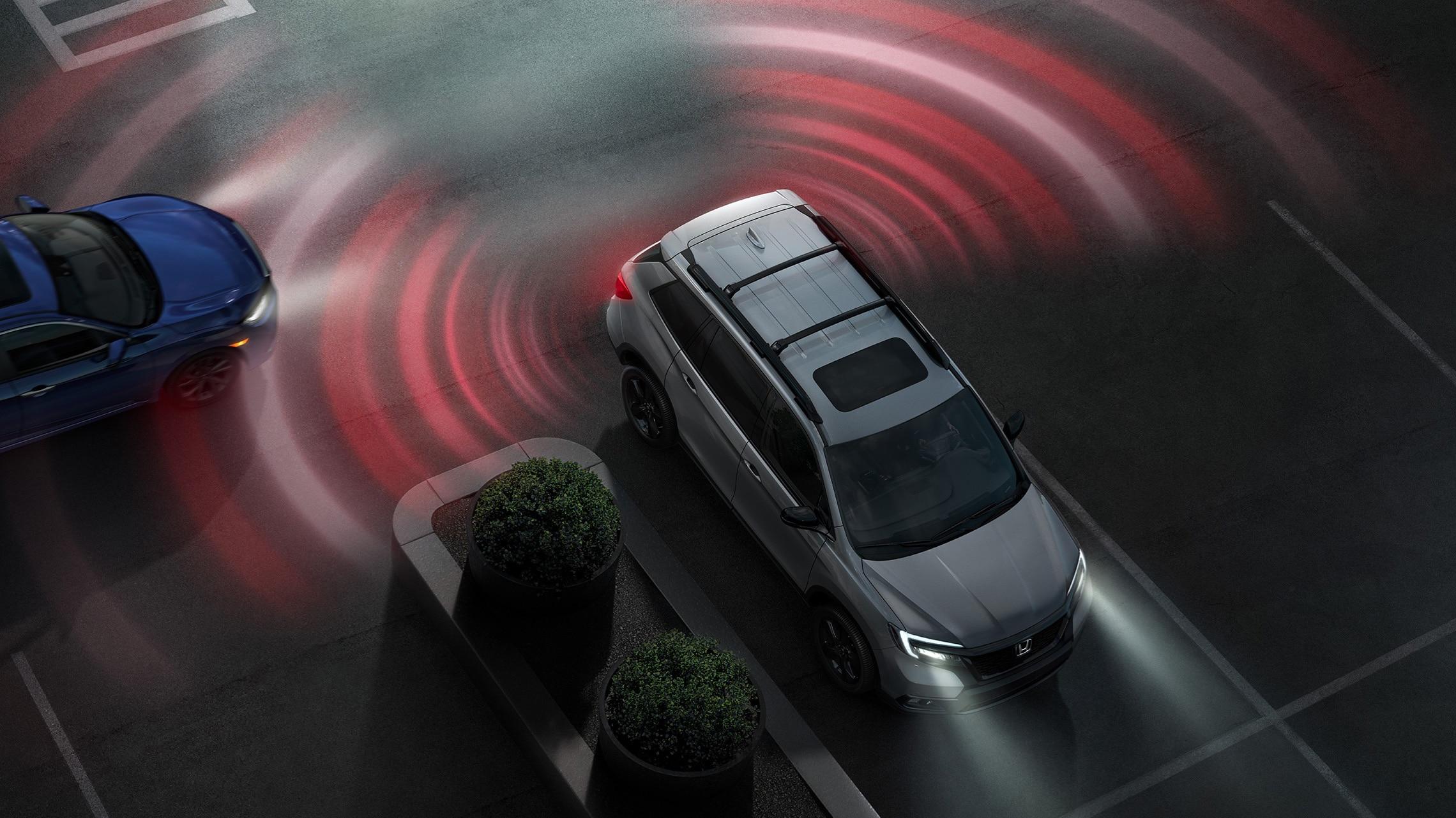Vista aérea de la Honda Passport Elite2020 en Modern Steel Metallic que demuestra el sistema de monitor de tránsito cruzado.